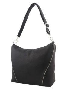 Черная сумка на длинном ремне.
