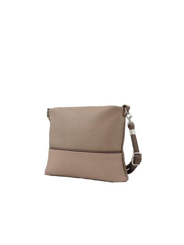 Маленькая сумочка на длинном ремне.